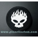 Patch ecusson skull silver flamed on black circle offspring logo